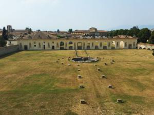 Il parco che si ammira dalle finestre del palazzo, un tempo giardino all'italiana