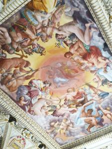 particolare di soffitto affrescato al piano nobile